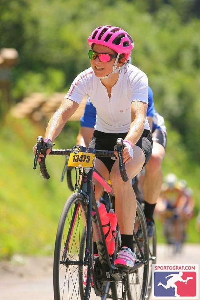 happy-women-mountains-femme-montagne-velo-cyclisme-etape-tour