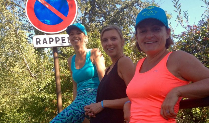 happy-women-mountains-femmes-lac-montagne-copines-nature-plaisir
