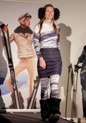 happy-women-mountains-montages-femmes-ski-equipement-textile