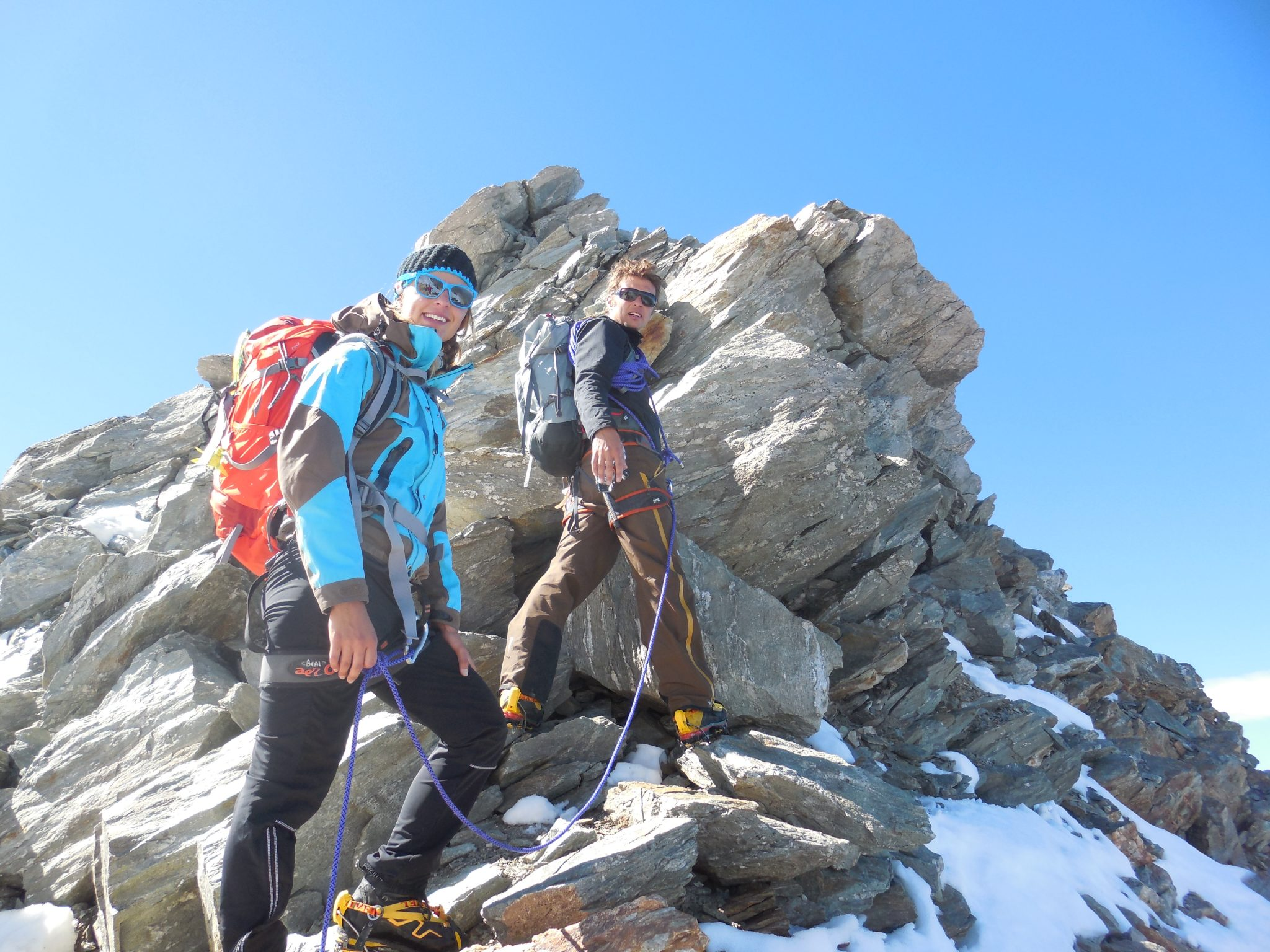 happy-women-mountains-femme-montagne-skieuse-randonnée -alpinisme-grimpe-escalade