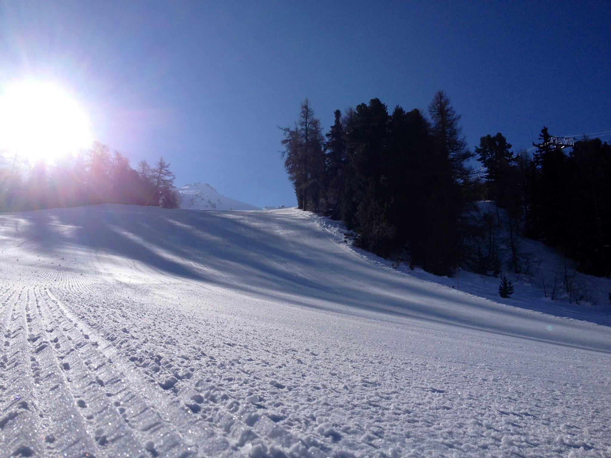 happy-women-mountains-femmes-montagne-ski-skieuse-essais-matériel