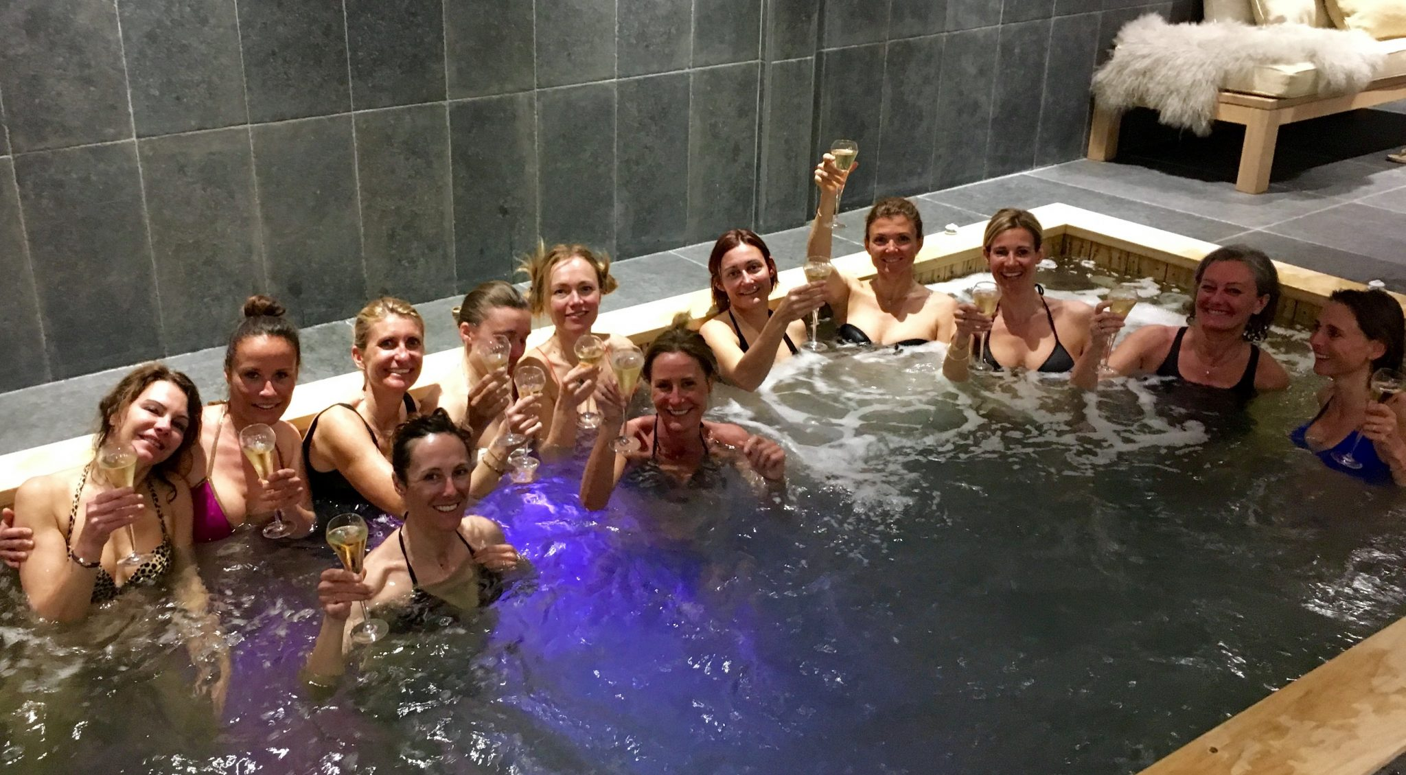 groupe-skieuses-journée-femme-spa