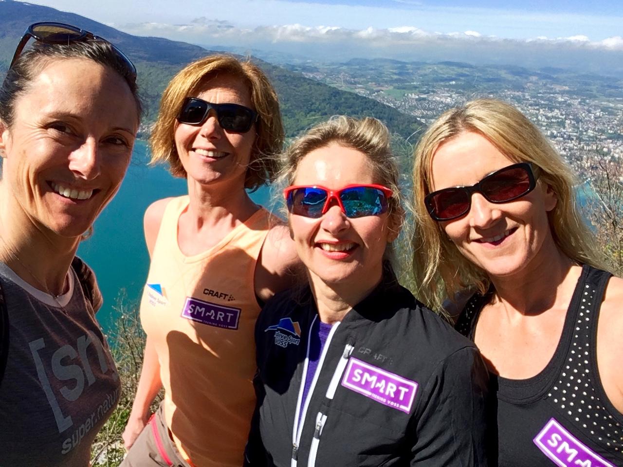 happy-women-mountains-femmes