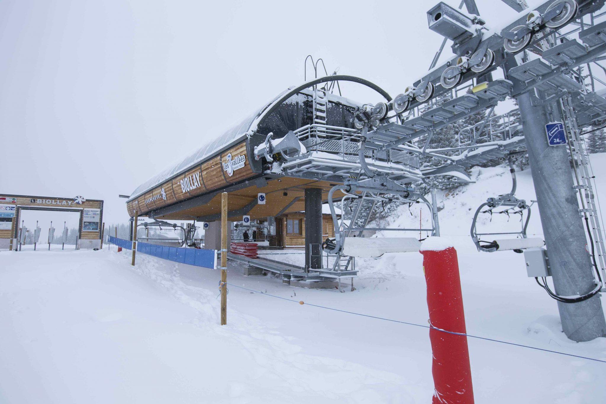 femmes-montagne-skieuse-enfants-premieres-neiges-saison-hiver-savoie-tarentaise-station