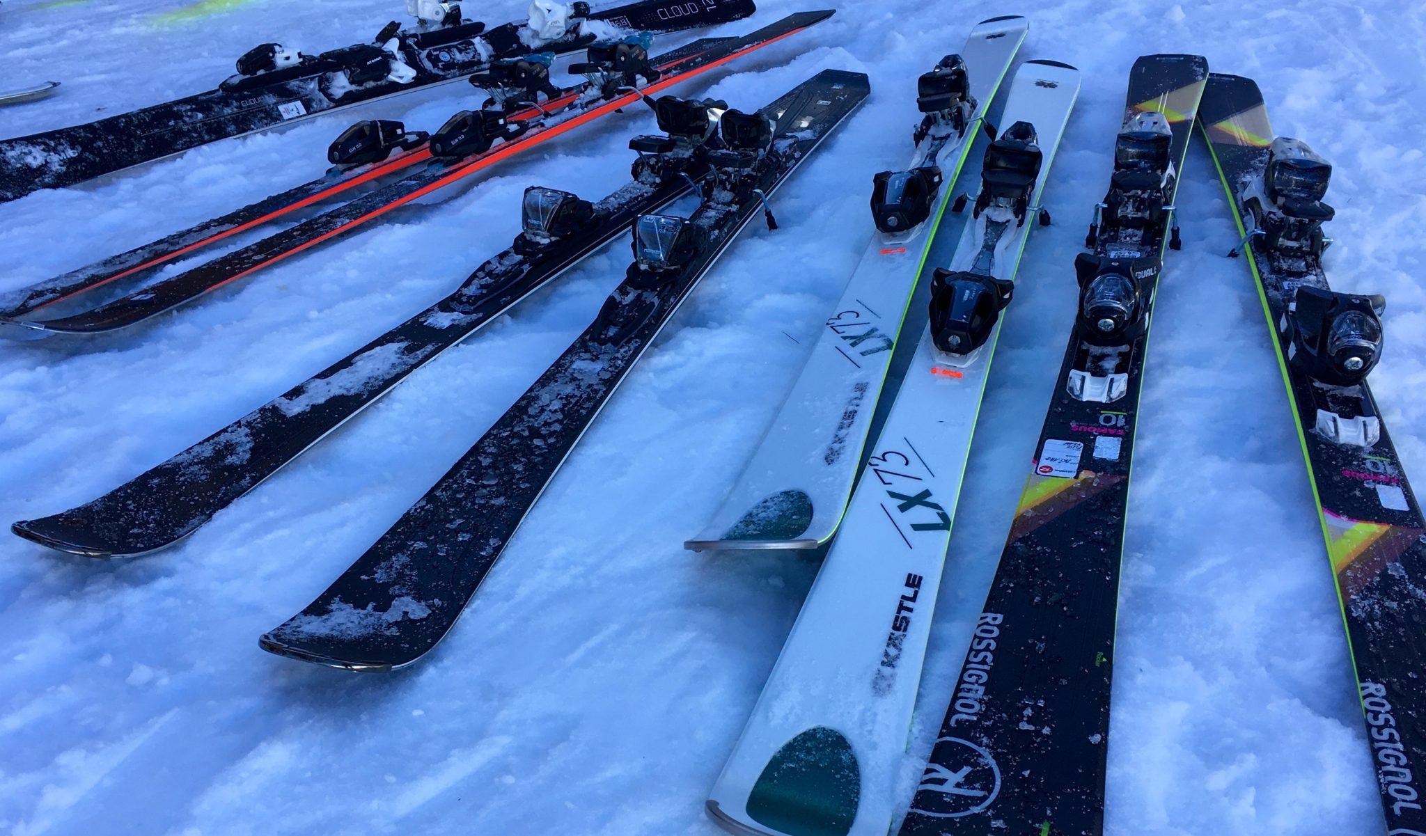 skis-femmes-piste-polyvalent-skieuses-montagne-alpin