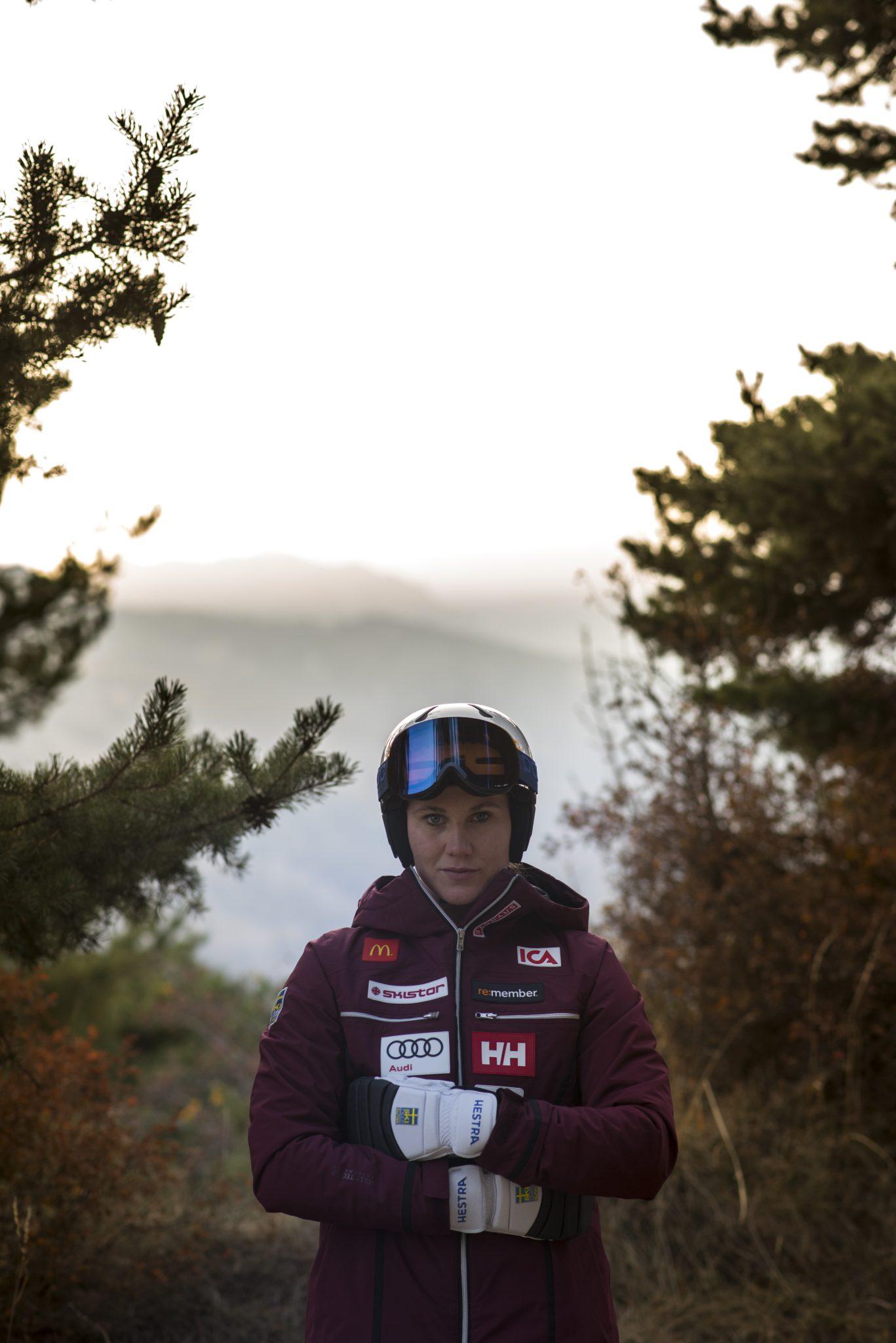 femme-skieuse-montagne-competition-coupe-du-monde