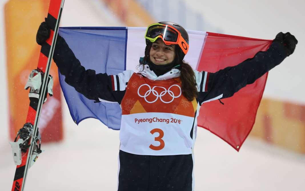 equipe-de-france-athlète-ski-freestyle-pyrnenees-championne-femme-skieuse-montagne-compétition