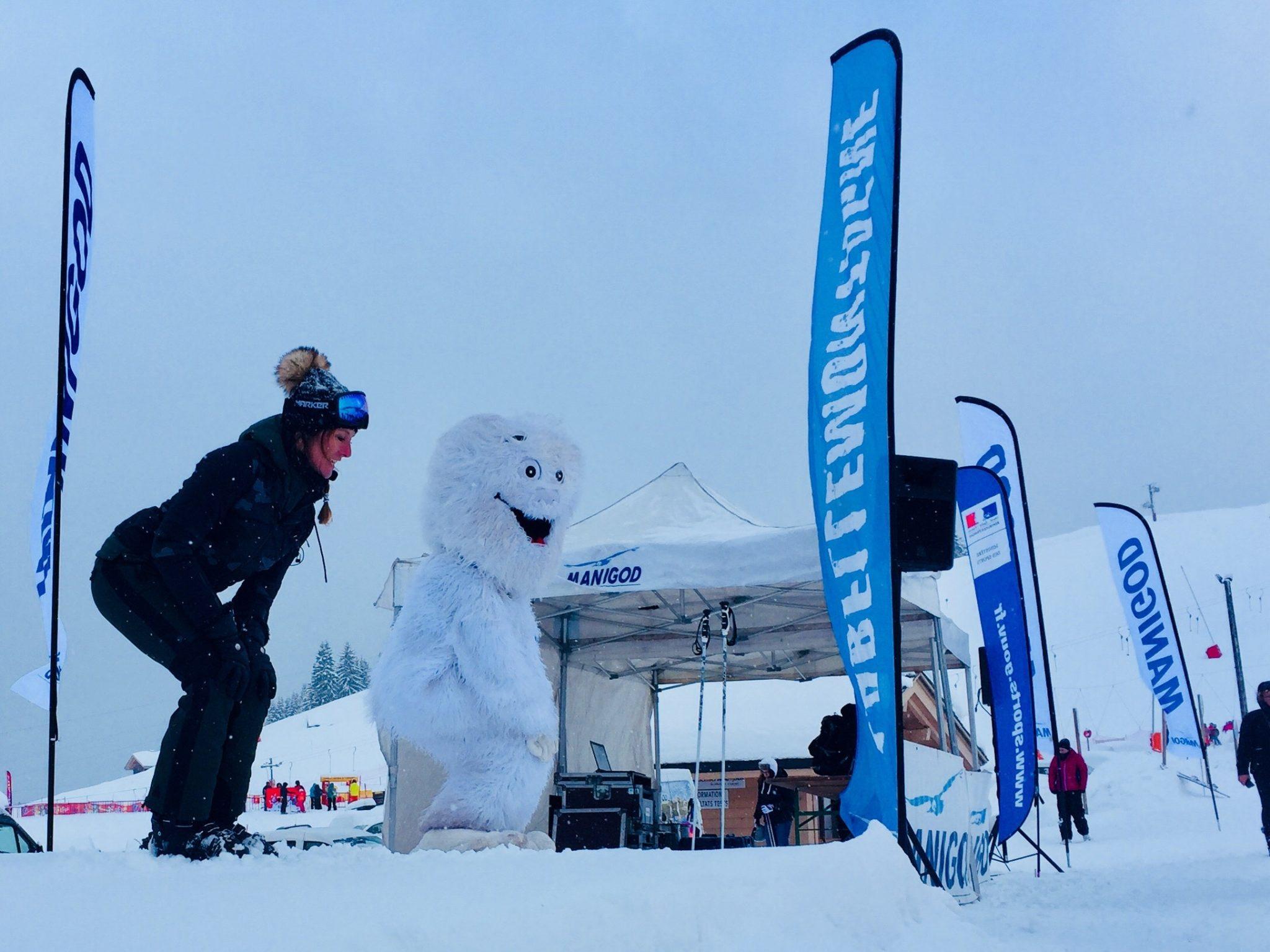 ski-skieuse-skieurs-enfants-famille-montagne