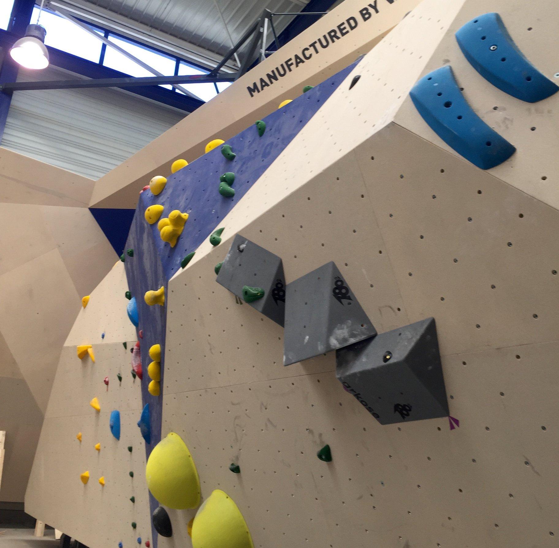escalade-grimpe-femme-montagne-famille-sport-activites-week-end