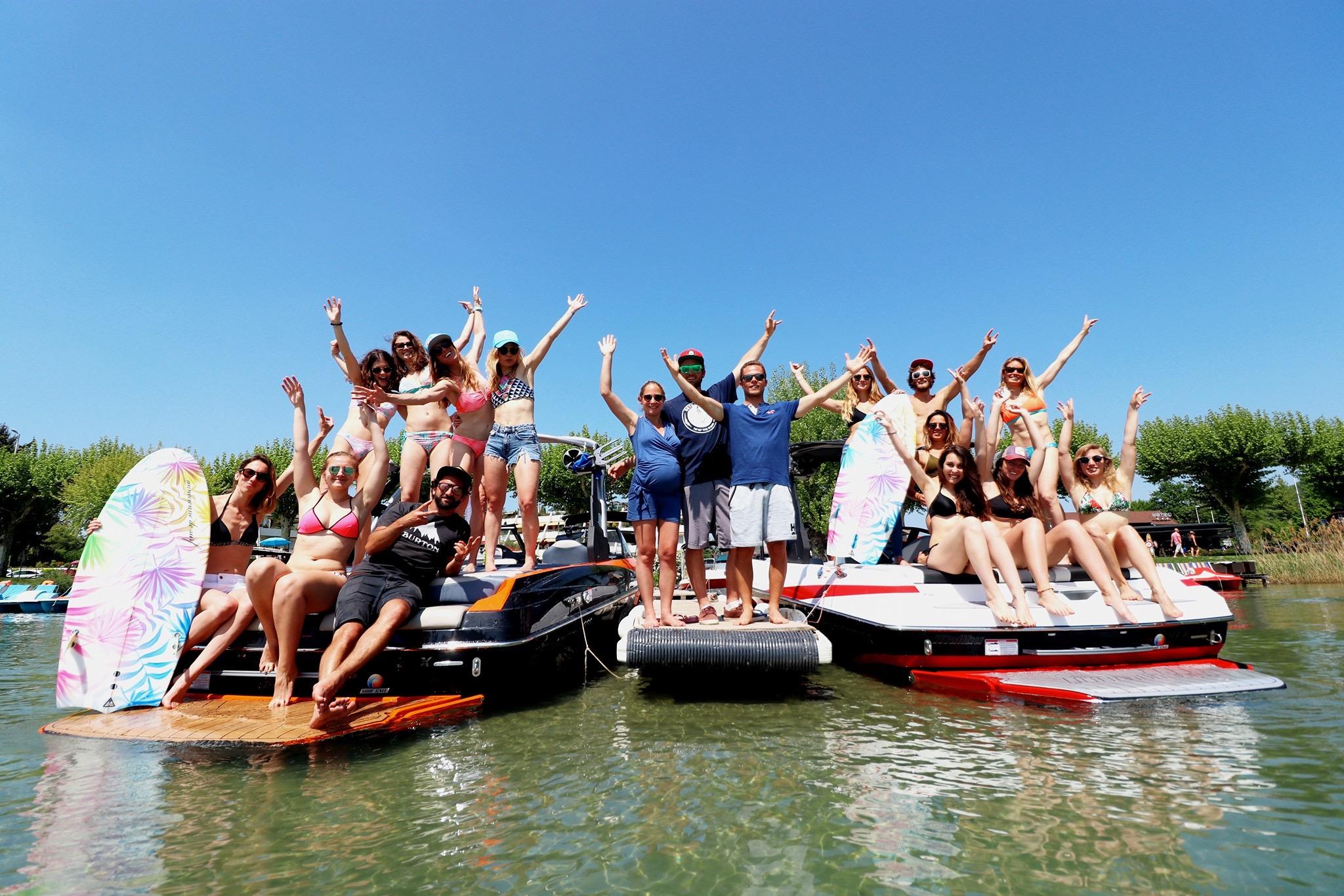 sport-montagne-surf-eau-wakeboard-femmes-filles-glisse-lac-sportives-amies-annecy-wetsuit-ripcurl
